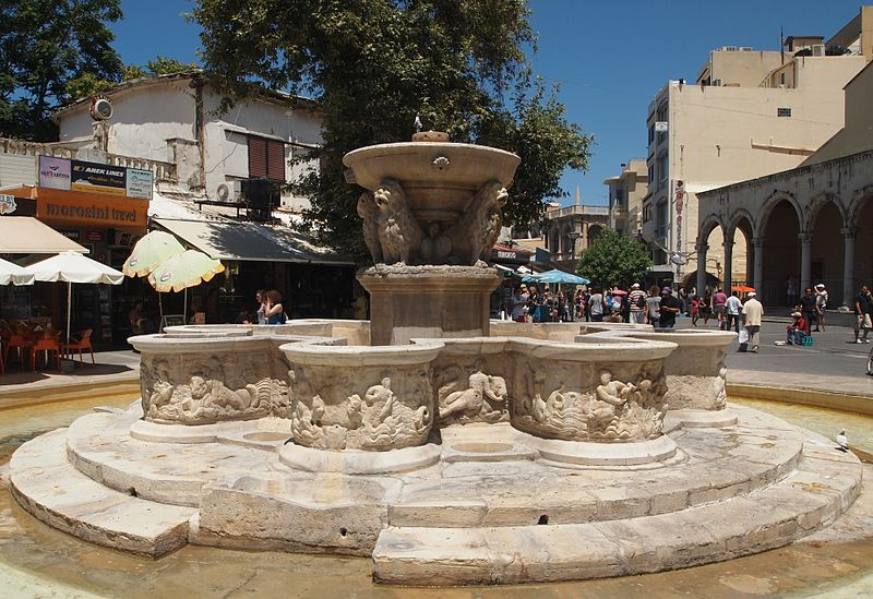 heraklion_crete_lions_morosini_fountain_travel_greece_guide